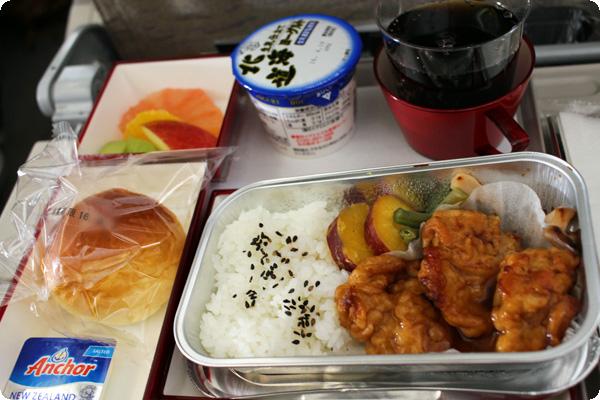 OZ107便の機内食
