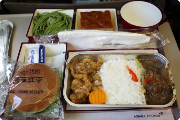 OZ104便の機内食