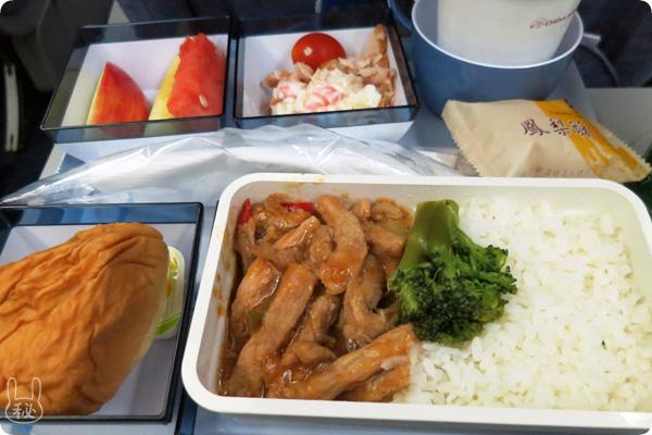CI222便(台北松山空港から羽田)の機内食