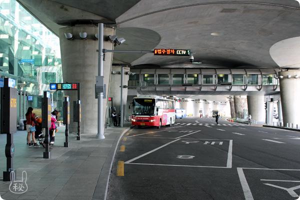 ターミナル1Fのバス乗り場