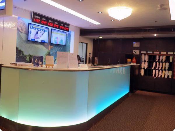 バンコクスーパーホテルのフロント