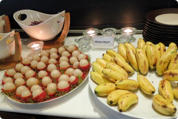 バンコクスーパーホテル朝食のフルーツコーナー