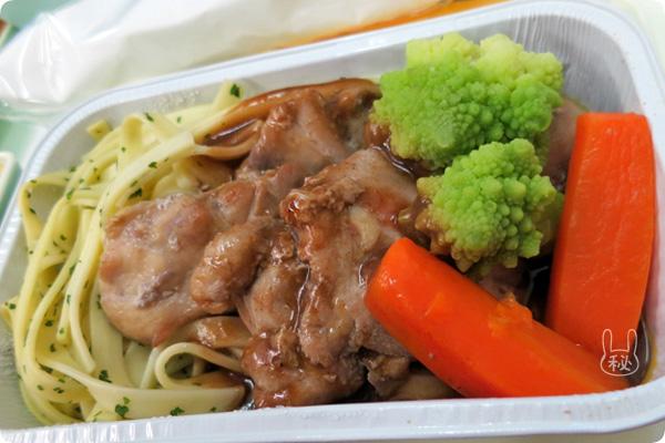 ベトナム航空機内食の鶏の赤ワイン煮