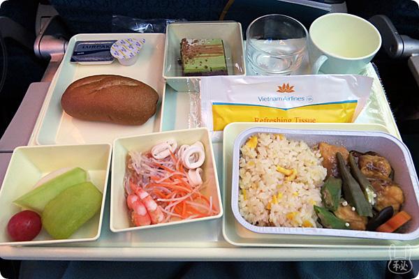 vn311ハノイ便の洋食