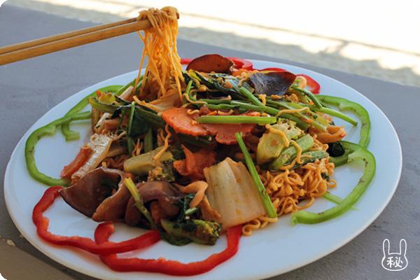 4Uビーチレストランのシーフード麺