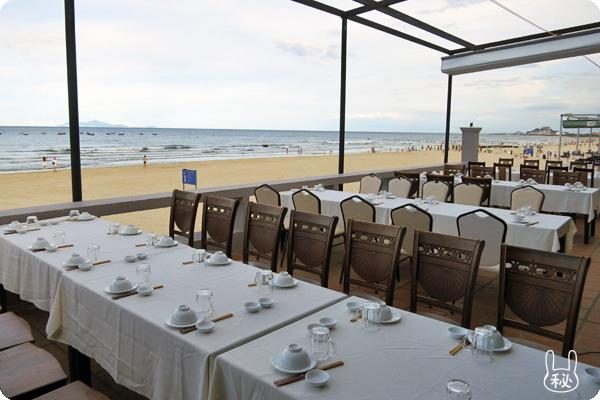 4Uビーチレストランのテラス席